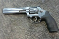 Smith & Wesson 617 K-22 Masterpiece